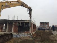 YENIKENT - Evini Yıktırmak İstemeyen Vatandaş Polis Ekiplerince Gözaltına Alındı