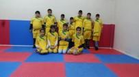 ENGELLİ ÖĞRENCİLER - Görme Engelli Çocuklar Spora Sarılıyor