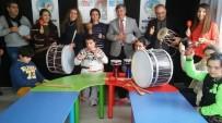 KAMIL CEYLAN - Özel Çocuklara Başkandan Özel Hediye