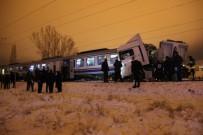 TREN KAZASı - Yolcu treni tıra çarptı