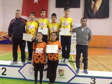 Dargeçitli Öğrenciler Badminton Müsabakalarında Yarı Finale Yükseldi