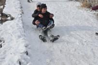 GRUP GENÇ - Gençlerin Kars Kalesi Eteklerinde Kızak Keyfi