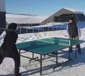 Kar Üstünde Masa Tenisi Keyfi