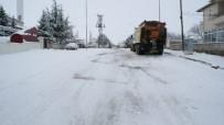 KARıNCALı - Kırşehir Merkezde Bağlantısı Kar Yağışı Nedeni İle Kesilen Köy Yolları Açıldı