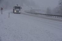 Sinop'ta Yoğun Kar Yağışı Sürücülere Zor Anlar Yaşattı