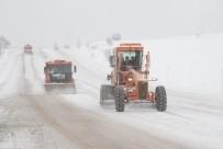 AĞIR VASITA - Tokat'ta Kar Yağışı Etkisini Göstermeye Başladı