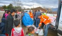 SUBAŞı - Torbalı'da Suriyeli Mültecilere Erzak Yardımı
