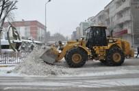 ENGELLİ PERSONEL - Tunceli'de 238 Köy Yolu Ulaşıma Kapandı