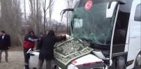 Yolcu Otobüsü İle Otomobil Çarpıştı Açıklaması 3 Ölü, 5 Yaralı