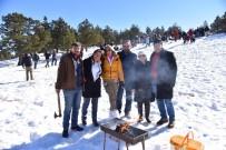Adanalılar Kar Şenliği İçin Kızıldağ'da Buluşuyor