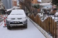KIŞ LASTİĞİ - Dursunbey'de Kar Yağışı Yeniden Etkili Oluyor