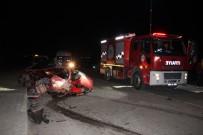 İŞÇİ SERVİSİ - İşçi Servisi İle Otomobil Çarpıştı Açıklaması 1 Ölü, 1 Yaralı