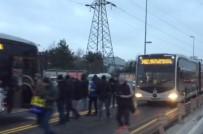 METROBÜS DURAĞI - Metrobüs yolundaki kaza ortalığı karıştırdı!