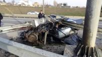 KARAYOLLARı GENEL MÜDÜRLÜĞÜ - Bariyer Otomobile Ok Gibi Saplandı Açıklaması 1 Ağır Yaralı