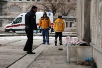 ŞÜPHELİ ÖLÜM - Beyoğlu'nda evsiz bir kişi donarak can verdi!