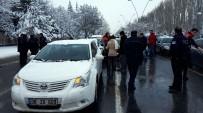 FUZULİ - Polis, 'Dur' İhtarına Uymayan Otomobili Lastiklere Ateş Ederek Durdurdu