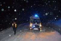 Tokat'ta Kar Nedeniyle Mahsur Kalan Kadın Hasta Kurtarıldı