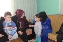 Vali Özefe'nin Eşi Hacer Özefe, Suriyeli Aileleri Ziyaret Etti
