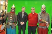 AYKUT PEKMEZ - Aksaray Valisi Pekmez Akçakoca Standını Ziyaret Etti
