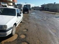 ARAÇ KULLANMAK - Caddeler Köstebek Yuvasına Döndü