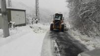 YENIYURT - Düzce'de 15 Köyün Yolu Kar Nedeniyle Kapalı