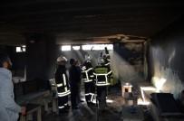 ELEKTRİK KONTAĞI - Elektrik Kontağından Çıkan Kıvılcım Taziye Evine Yaktı