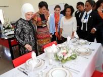 EMINE ERDOĞAN - Emine Erdoğan Madagasgar'da Güral Porselen'in Ürünlerini İnceledi