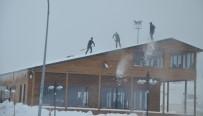 İŞ MAKİNASI - Tatvan'da Karla Mücadele Devam Ediyor