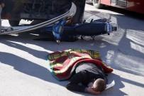 MİNİBÜS ŞOFÖRÜ - Vatandaşın Kaza Geçiren Yaralıya İlk Yardımı Bu Kez Soğuktan Korumak Oldu