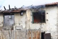 Ankara'da Metruk Binada Yangın