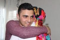 HAKKARİ ŞEMDİNLİ - Askerden Dönen Genç Yaptığı Sürprizle Ailesini Ağlattı