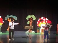 OSMAN HAMDİ BEY - Çocukların Yarıyıl Tatili Tiyatroyla Renklendi