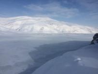 BARAJ GÖLÜ - Aşırı Soğuklar Sarımehmet Barajını Dondurdu