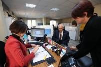 CÜZDAN - Başkan Yaşar, Yeni Kimlik Kartı İçin Başvuru Yaptı