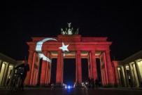 BRANDENBURG - Brandenburg Kapısına Türk Bayrağı Yansıtıldı