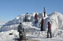 KAFKAS ÜNİVERSİTESİ - Eksi 25 Derecede 90 Bin Askeri Temsilen Kardan Heykel Yapıyorlar