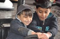 ÇOCUK PARKI - Savaştan Kaçarak Türkiye'ye Gelen Suriyeli Çocuklar Hayvanat Bahçesini Gezdi
