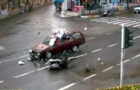 MOTOSİKLET SÜRÜCÜSÜ - Trafik Kazaları MOBESE Kameralarına Yansıdı