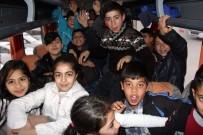 Çocukların 'Osman Amcası' Bu Kez Hayvanat Bahçesine Götürdü