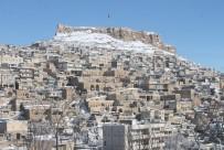 Kar Yağışı Tarihi Kentti Ayrı Güzelliğe Bürüdü