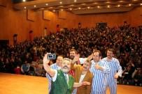 CEYHUN FERSOY - 'Pijamalı Adamlar' Manavgat'ı Kahkahaya Boğdu