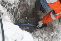 ARDAHAN BELEDIYESI - Sibirya Soğukları Nedeniyle Donan Su Şebekelerine Buharlı Çözüm