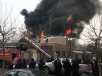 YILMAZ GÜNEY - Sinema Salonunda Korkutan Yangın