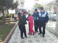 KALDIRIM İŞGALİ - Turgutlu'da Dilenen Çocuklarla İlgili Zabıtadan Çalışma