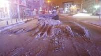 KAR ÖRTÜSÜ - Van'da 200 Mahalle Yolu Ulaşıma Kapandı