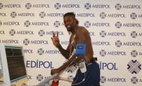 İSTANBUL BAŞAKŞEHİRSPOR - Medipol Başakşehir, Emmanuel Adebayor'u renklerine bağladı