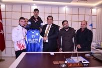 AVRUPA ŞAMPİYONU - Bedensel Engelli Basketbolcular Başkan Atilla'yı Ziyaret Ettiler