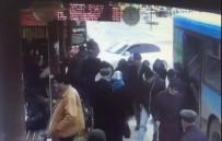 ALTUNTAŞ - Buzda Kayan Otomobil Otobüs Durağına Daldı Açıklaması 1 Ölü, 1 Yaralı