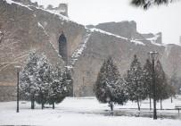 KARDAN ADAM - Diyarbakır'da Tarih Beyaza Büründü