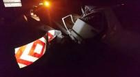YENIKENT - Otomobil Bariyerlere Vurdu Açıklaması 1 Yaralı